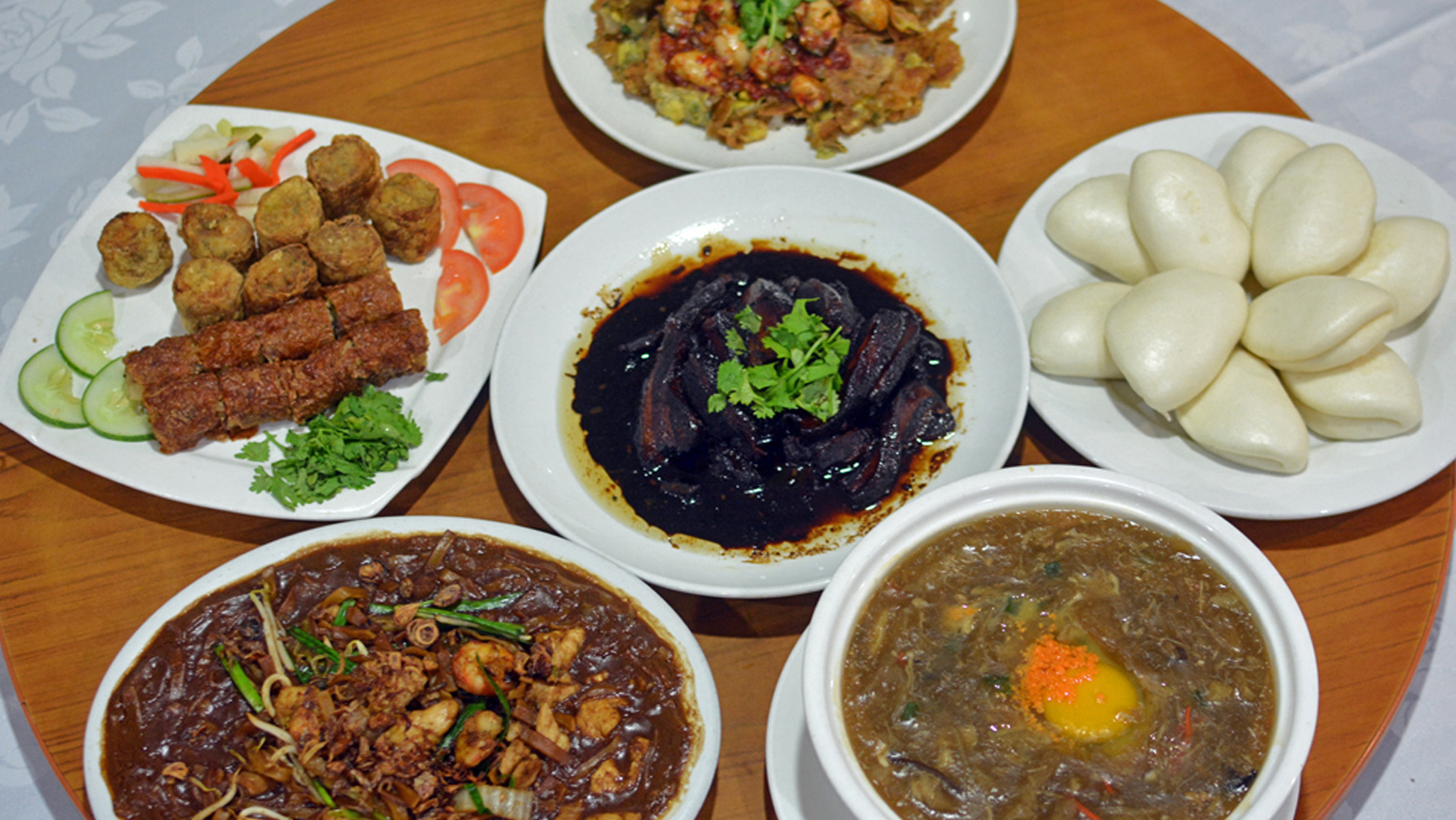 Get a taste of traditional singapore visit singapore for Asian cuisine singapore