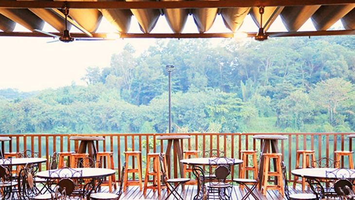Whisk and Paddle outdoor patio at Punggol