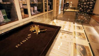 Gold-plated Papilionanthe Miss Joaquim jewellery sold at Risis