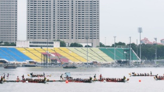 Wide shot of dragon boaters in the Singapore River