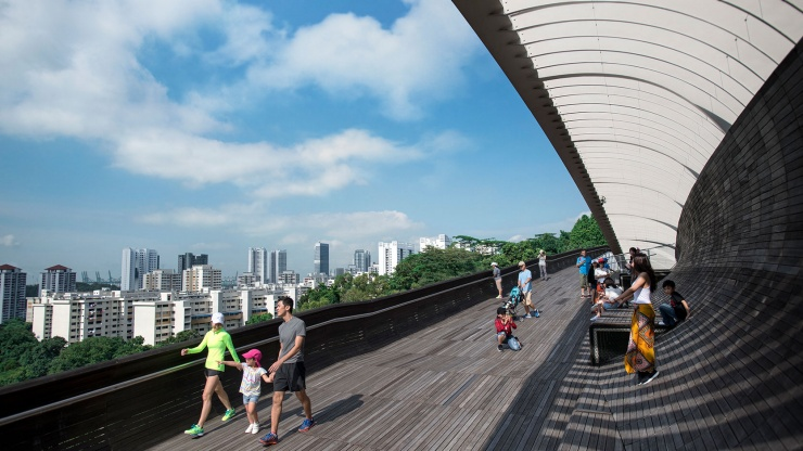 With hidden recesses and shell-like niches, pedestrians have plenty of pockets to relax at the Henderson Waves.
