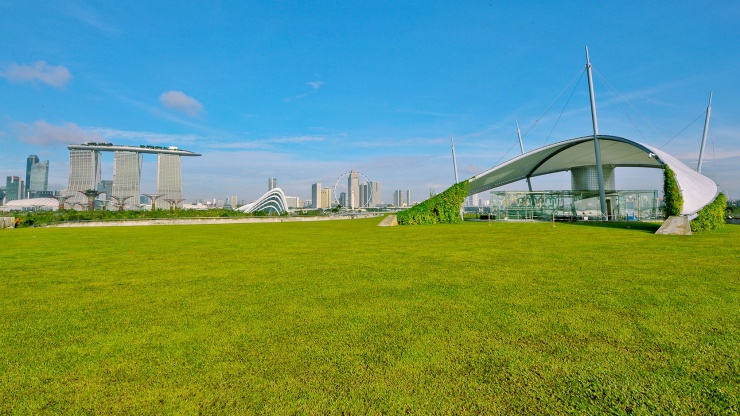 Green outdoor space at the Marina Barrage rooftop