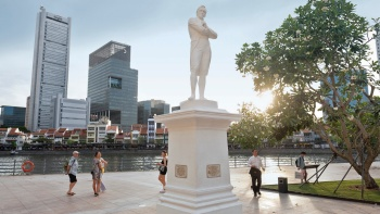The Raffles Statue is situated where Raffles was believed to first set foot on the island in 1819.