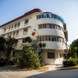 Street view of an old HDB block in Tiong Bahru