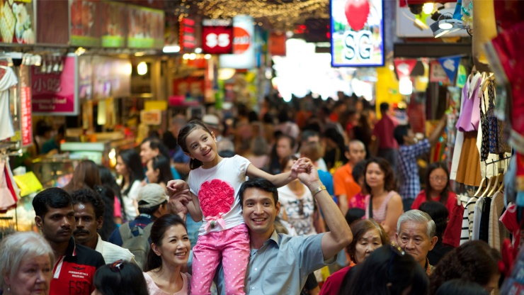 Brimming with affordable clothing, souvenir and street food, Bugis Street constantly draws crowds.