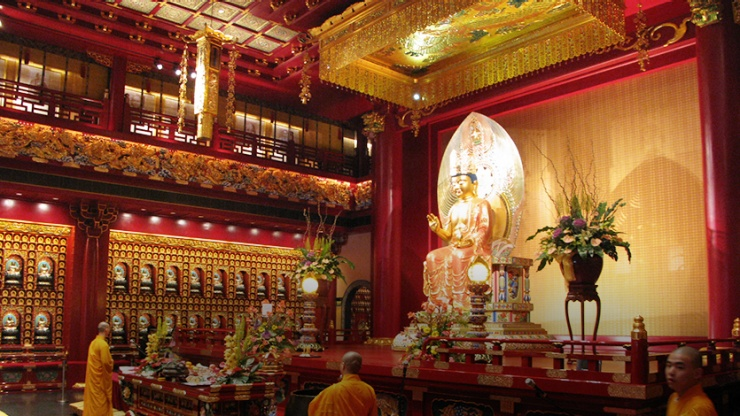 Prayer hall of the Buddha Tooth Relic Temple and Museum in Singapore