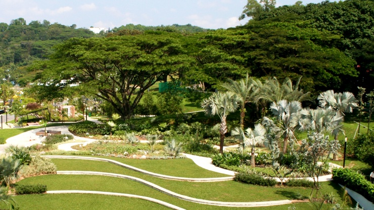 Wide angle shot of the well-manicured lawns at HortPark