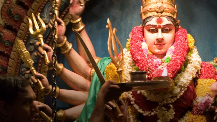 Visit Little India during Deepavali and Ponggal to be part of the colourful festivities.