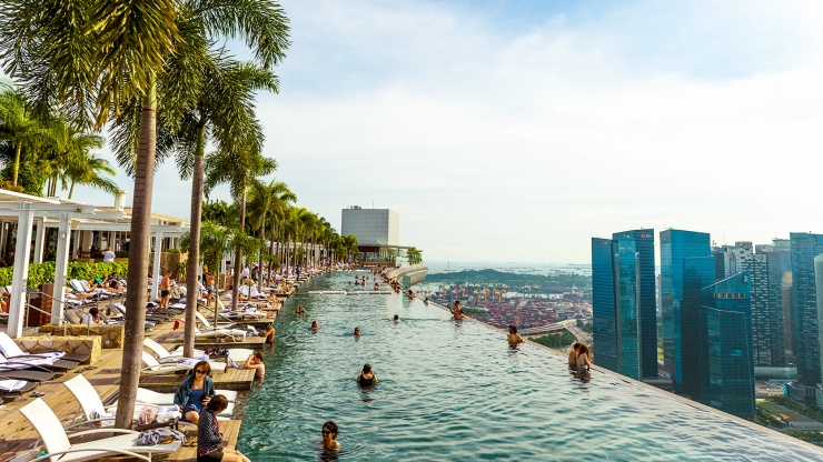 A view of the infinity pool on the Marina Bay Sands<sup>®</sup> SkyPark, overlooking the Singapore skyline in the afternoon