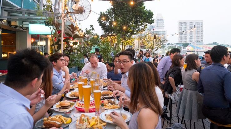 People dining at OverEasy Bar at Fullerton Bay