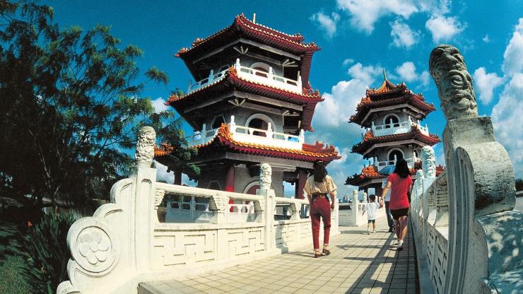 Take a stroll through the Chinese Garden for a nice change of pace from the bustling city.