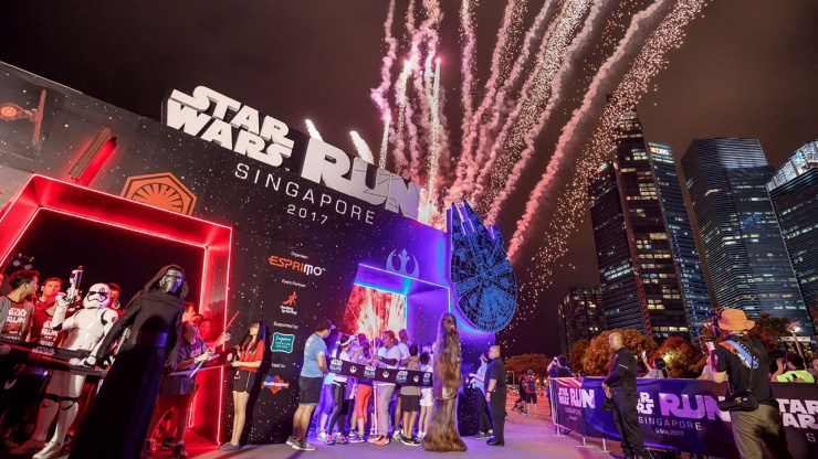 Kylo Ren and Chewbacca at STAR WARS Run Singapore 2017