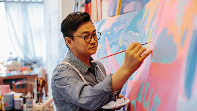 Jahan Loh painting on canvas