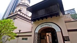 The Hajjah Fatimah Mosque in Singapore features an intriguing blend of cross-cultural architectural influences.