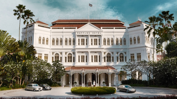 Wide shot of entrance of Raffles Hotel Singapore