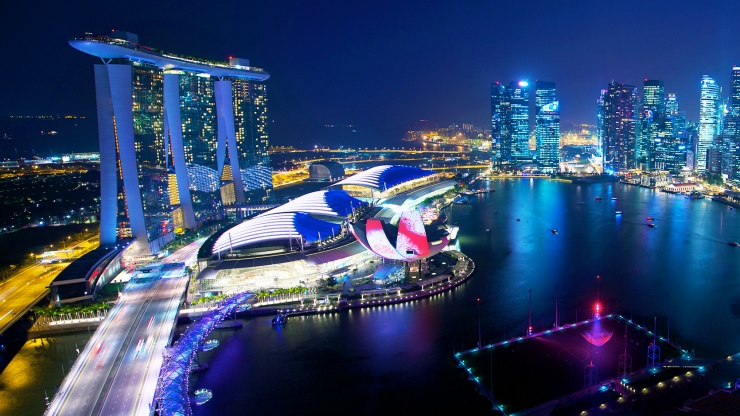 Amazing night view of the Bayfront Area, and Singapore's skyline, including the stunning Marina Bay Sands<sup>®</sup>