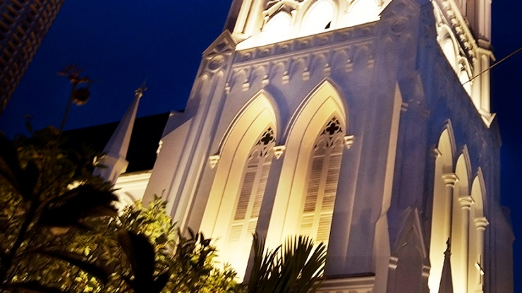 Façade image of St Andrew's Cathedral at night