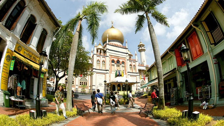 Wide shot of Sultan Mosque in Kampong Gelam