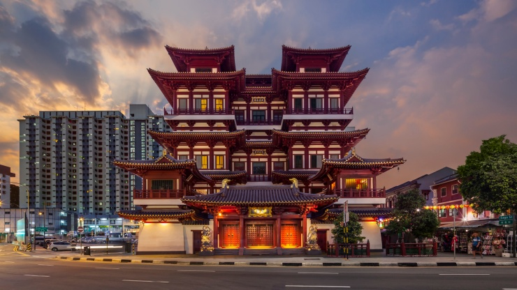 Street view of Buddha Tooth Relic Temple at night