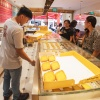 Customers buying the egg tarts at Tong Heng's Chinatown outlet