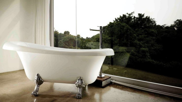 Wideshot of a bathtub and scenic view at Spa Esprit