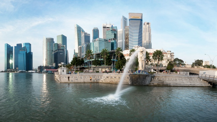 A wide-angle view of the Singapore skyline and Merlion statue at Marina Bay