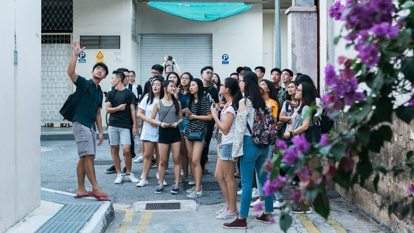 Yinzhou introduces Geylang alleys to students