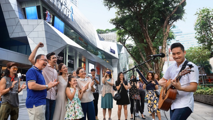 Enjoy a day out with your loved ones at Singapore's bustling shopping district, <br>Orchard Road
