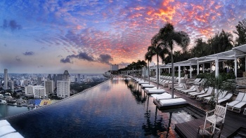 Infinity pool at Sands Skypark against a sunset