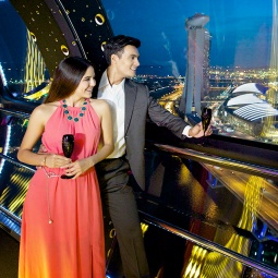 Toast to great times with your loved ones as you take in panoramic cityscapes.